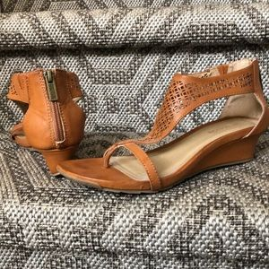 Kenneth Cole Reaction low leather wedge sandals